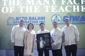 Bato Balani Foundation awarding with Education Secretary Armin Luistro