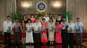 Jinglebert (at the right end) with the President and all other awardees all over the country